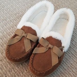 Sonoma faux fur moccasins slippers